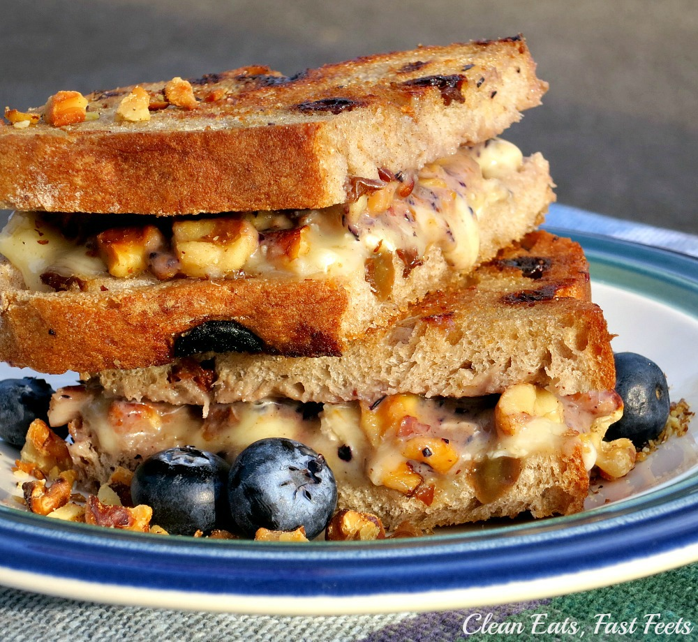Grilled-Cheese-with-Blueberry-Sauce-Brie-and-Walnuts-on-Cinnamon-Raisin-Bread
