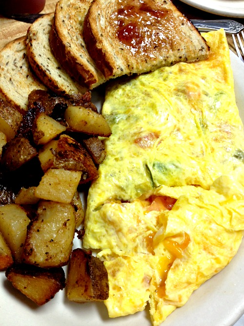 Veggie Omelet, Home Fries and Rye Bread
